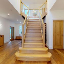 ST107 Grand Entrance Solid Oak Staircase with Glass