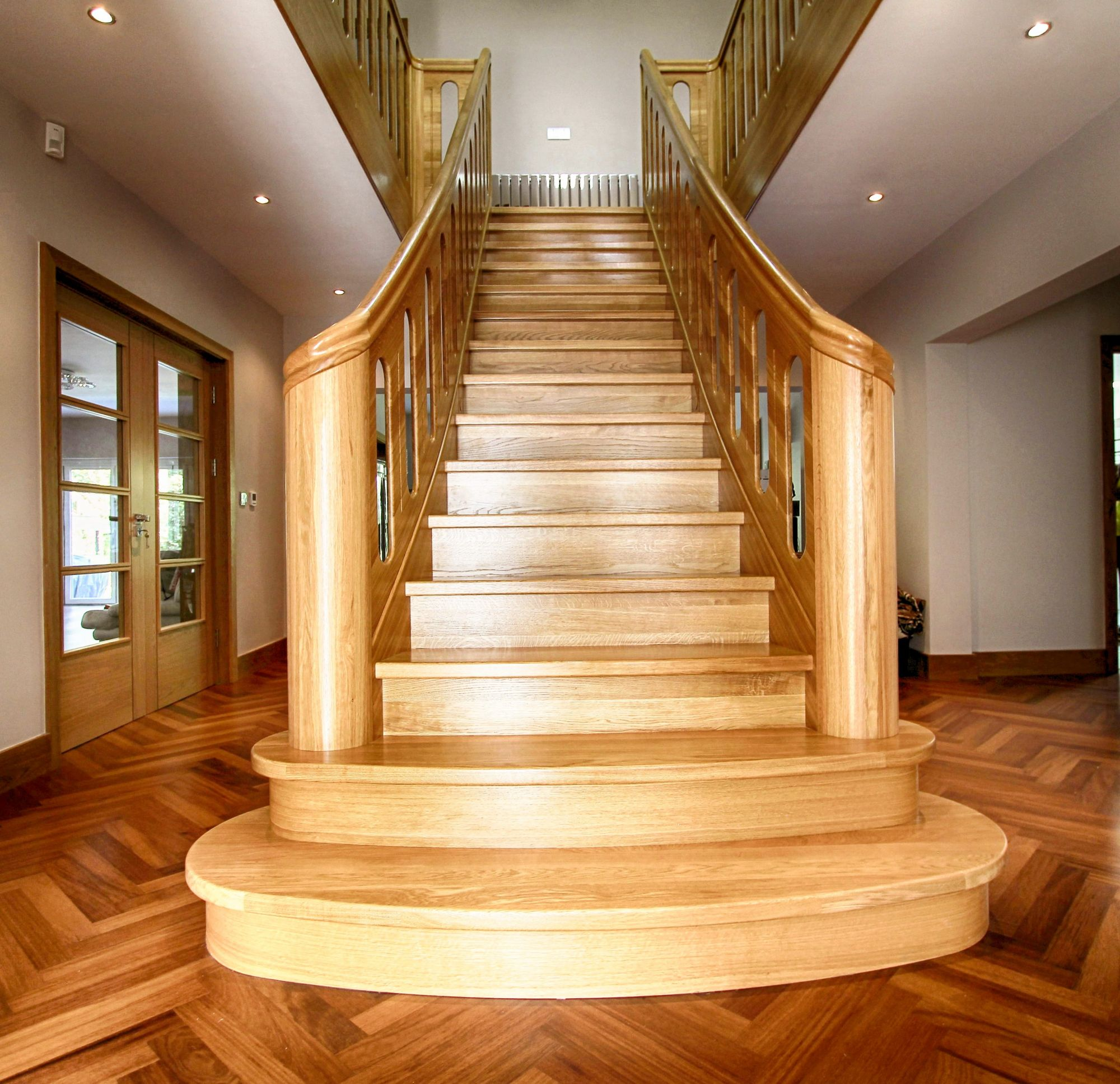 Solid Curved Grade A European Oak finished with lacquer