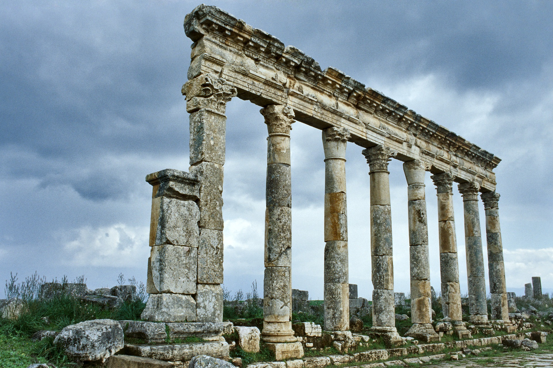 the colonnade of ancient Greece and Rome
